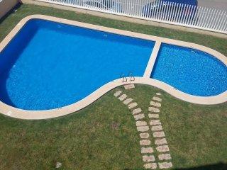 Beachside Family Apartment with Air Con, Wi-Fi, Pool & Seaviews