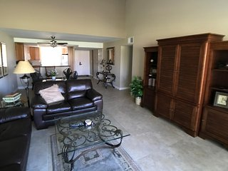 2BR/2BA Condo-Walk to Everything-Golf Course View!