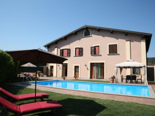 VILLAGILDA 180 sqm, POOL,WI-FI, SKY- CARD, 3 LAKES, BEACHES AND THERMAL BATHS