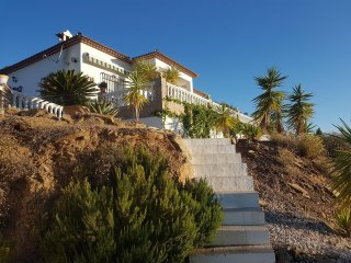 Casa Estrella, a mountain villa with spectacular views and swimming pool
