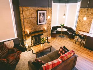 Brooklyn lodge New York style apartmentwith openwood fire and seconds from beach