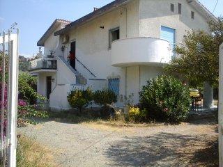 Affittasi appartamento piano terra in villa