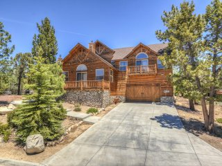 LUXURY VACATION RENTAL!  4 Bdr Estate, 3,500 sq ft.