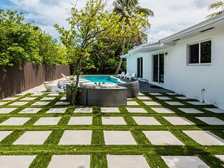 Miami Modern Home with Pool 10 min from Miami Beach