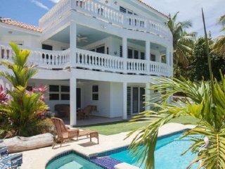 Villa Rincon (Luxury)- Short walk to Sandy Beach