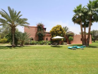 Stunning Villa in a Palm Oasis 5 min. Center