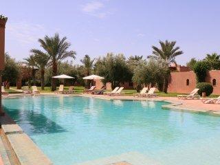 Stunning Villa in a Palm Oasis 5 min. Center