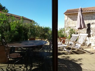 La Grange d'Henri - gite for 2, b'fast/supper, wine tasting, village restaurant