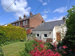 Super Cute Cottage - Ideal for touring the Lake District! Pet-Friendly.  WiFi.