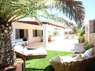 Chalet with swimmingpool in Cala Llombards