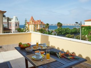 Estoril 3 Bedroom Penthouse Apt with Sea Views