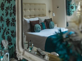 Heavenly Hideaways 5 star gold Byford lodge in the heart of Louth
