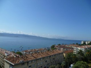 this JULY only - a lovely 2 bedroom apartment - juillet seulement