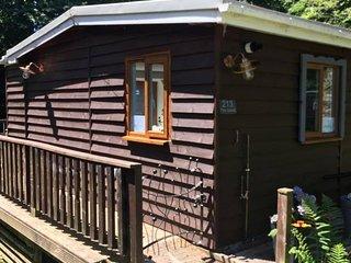 Scarlett Riverside Cabin, Glan Gwna near Snowdon & Caernarfon