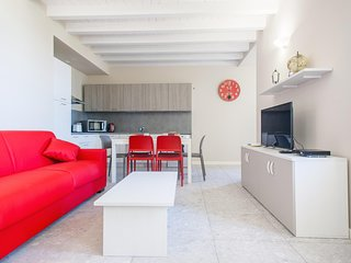Urania - Bright 2bdr in residence on Garda lake