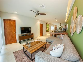 Wonderful 2BR steps from the beach by Happy Address