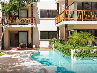 Quiet and Relaxing 2BR swim up condo in the most exclusive area by Happy Address