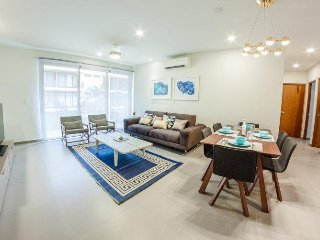 Sophisticated 2BR condo in heart of town by Happy Address