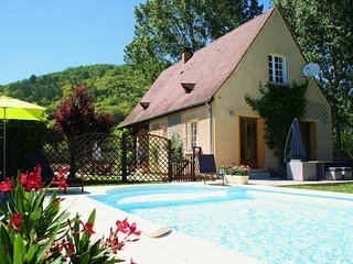 LA POCHE - ENCLOSED GARDEN AND POOL, PEACE AND QUIET IN THE VILLAGE OF DAGLAN
