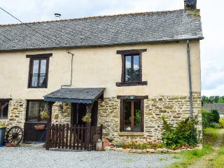 Breton Farmhouse with pool. Sleeps 9 people in 5 bedrooms
