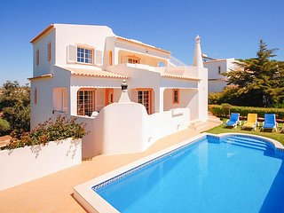 TULIPA Peaceful Villa w/ pool, games room,AC, WiFi, 300m to beach