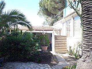 Villa pour 4 à 150m mer, avec AC, jardin et parking!