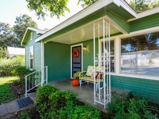 Helen Louise House w/ screened in back porch - just a Short Drive to Main Street