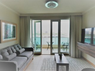 Spectacular & Central, Yet Tranquil Condado Lagoon View Balcony