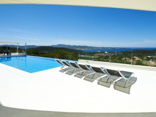 Villa espectacular Vistas a Cala salada para 5 suites