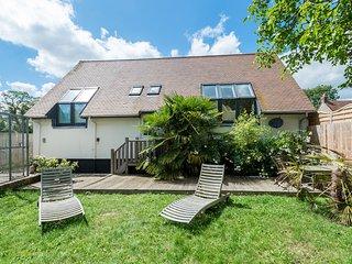Coach House, Sutton Courtenay, close to river and Abingdon & Oxford, sleeps 8-10