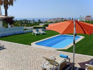 Appartement, vue magnifique sur la mer, terrasse, jardin et piscine d'eau salé