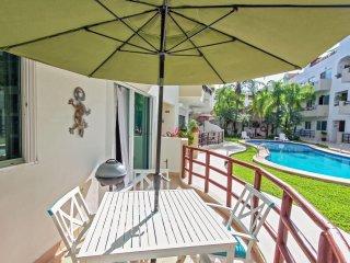 Pool Side Condo with Private Patio- Luna Enamorada