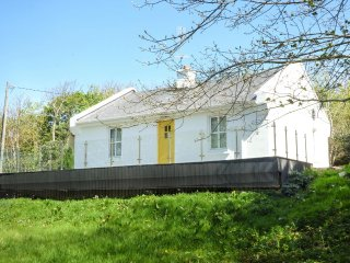 HIDDEN GEM COTTAGE, sleeps four, woodburner, open plan, Lettermacaward, Ref