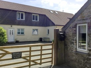 BRAMBLE COTTAGE, cosy, single-storey base in the centre of Cornwall, off road