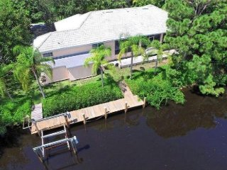 Spectacular Waterfront 3B/3B w/private 106' dock!