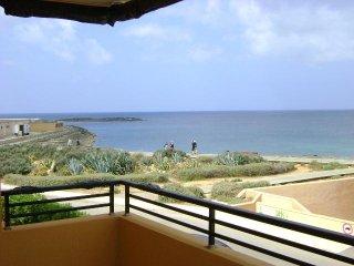 Apartamento en segunda línea con vistas al mar, de 85 m2 útiles, nuevo, 2 habita