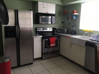 Fully Furnished 1 bedroom apt in Hollywood