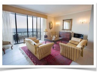 Luxurious, Instaworthy Seafront Two Bedroom Apartment