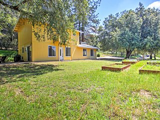 NEW! Traditional 2BR Oakhurst House w/Large Patio!
