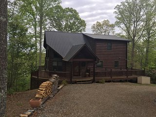 Wolf`s Den-Luxury cabin rental-Minutes to Blue Ridge and the Ocoee River