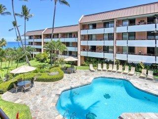 Kailua-Kona Condo w/Ocean View - Walk to Beach!