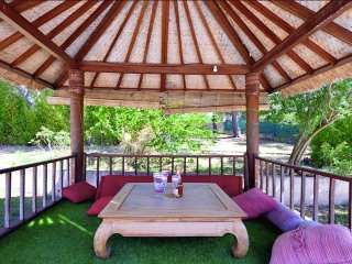 Villa Cicada - The 'Gazebo' in front of the swimming pool