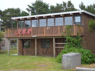 Neskowin Village, Four Bedroom, Ocean View, Beach Access 1/2 block, Pet Friendly