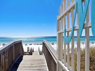 Emerald Coast Paradise * Maravilla 3 BR/2 Bath and Beach Service Chairs/Umbrella