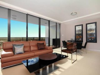 Australia Towers Floor 9 (Unit 9.03) - 3 Bedrooms with Showground and V8 Race