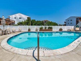 Cute condo w/ private patio w/shared pool, three blocks from the ocean.
