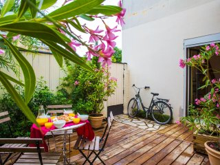 BORDEAUX - Ravissant appartement  - Terrasse  - Velos - Parking a proximite