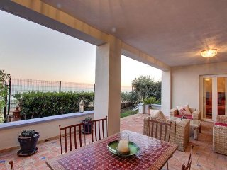 Wonderful Beach Side Apartment - La Perla