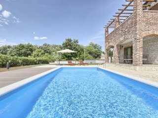 NEW Villa with Pool with 4 bedrooms | shared Tennis court | Pets Free