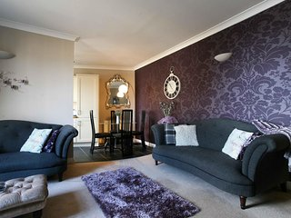 SUMMER SPECIAL- Stunning, Central Yet Quiet Luxury 2 bedroom Flat